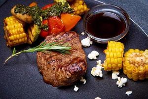 gegrild vlees en groenten foto