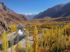 gupis-vallei in de herfst foto