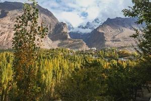 panoramisch uitzicht in hunza vallei foto