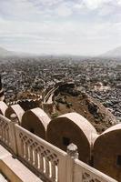 uitzicht over de stad vanaf fort nahargarh foto