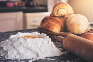 rauw deeg voor brood met ingrediënten