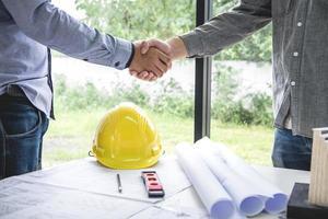 handen schudden voor samenwerking