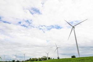 windturbine - ontstaan van schone energie foto