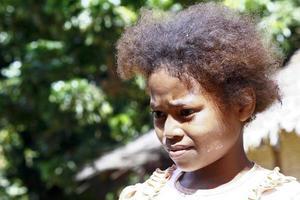 schattig jong zwart Afrikaans meisje - arm kind, Madagaskar foto