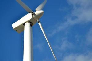 windmolen met blauwe hemelachtergrond