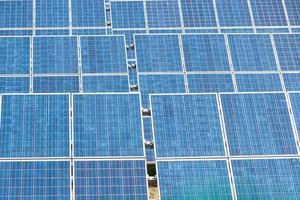 blauwe zonne-energiepanelen foto
