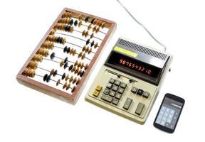 evolutie van berekening telraam vintage rekenmachine en moderne ga foto