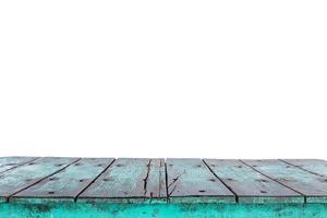 lege bovenkant van houten tafel of aanrecht geïsoleerd op wit foto