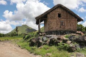 geïsoleerd huis op het platteland van Madagaskar foto