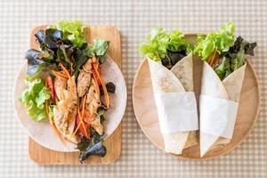 salade wraps van bovenaf foto