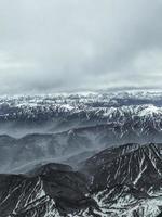 besneeuwde bergen foto