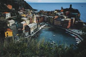 luchtfotografie van veelkleurige huizen