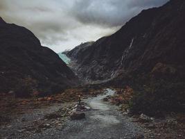 pad tussen rotsformaties