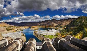 luchtfoto van een waterkrachtcentrale foto
