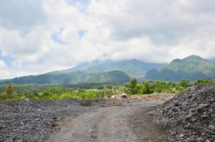 vulkaan merapi op het eiland java, indonesië foto