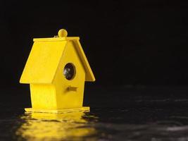 gele vogel botenhuis foto