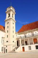 fasade van de universiteit van coimbra, portugal foto