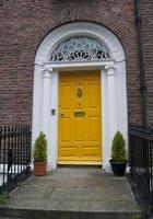 gele deur foto
