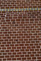 bakstenen stapelmuur - verfraaide rode bakstenen muur, geweven muur foto