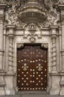 kathedraal van lima. deur. foto
