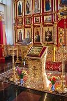 interieur van de orthodoxe tempel, stad suzdal, rusland