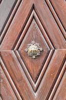 apfelweibla, vintage deurknop op antieke deur, achtergrond foto