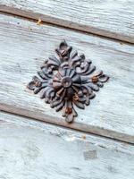 vintage deurknop op antieke deur, achtergrond foto