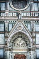 detail van de kathedraal van santa croce in florence foto