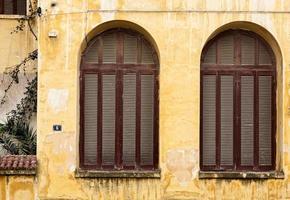 gevel van oud huis foto