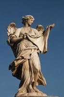 het standbeeld van engel, rome, italië foto