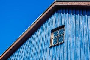gevel van het houten huis foto