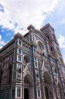 gevel van de basilica di santa maria del fiore foto