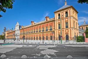barokke gevel van het paleis San Telmo in Sevilla foto