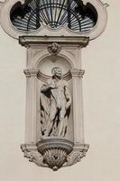 oud standbeeld van de basiliek monte berico in vicenza foto