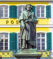 beethoven monument op de munsterplatz in bonn foto