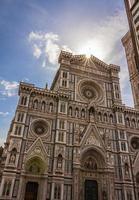 gevel van de kathedraal van florence foto