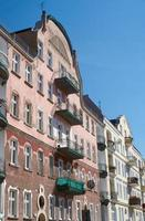 balkons op de gevel van art nouveau-gebouw foto