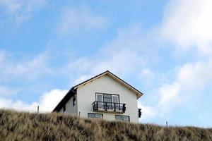 huis op heuvel foto