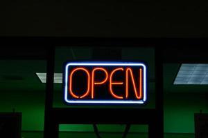 neon open teken foto