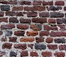 oude bakstenen muur in een achtergrondafbeelding foto