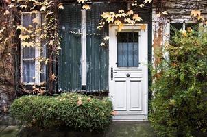 pittoreske Parijse steeg in de herfst, paris, frankrijk foto