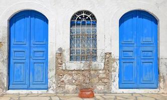 blauwe deuren-kastellorizo foto