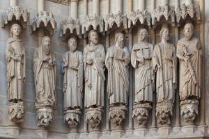 gevel van de kathedraal in amiens foto