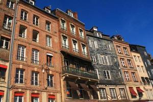 façades ardoise à honfleur, frankrijk foto
