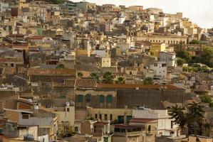 calatafimi uitzicht op de stad, sicilia, italië