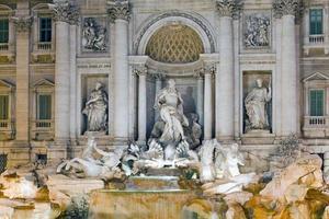 Italië. Rome. fontein van trevi 's nachts foto