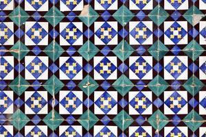 azulejos, oude handgeschilderde tegels in het huis van Lissabon foto