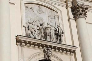 veel standbeelden van de basiliek monte berico foto