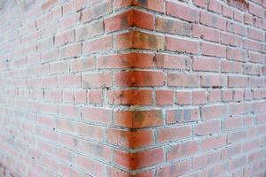 besneeuwde bakstenen muur close-up