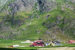 traditionele noorse kleurrijke huizen, lofoten-eilanden, noorwegen